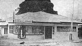 de enige schoenenzaak van Nieuw-Guinea